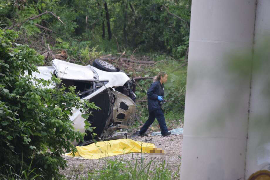 A driver was killed on Thursday, May 10, 2018, after plunging off Interstate 35 and into a ravine near Medina River. Photo: Caleb Downs / San Antonio Express-News