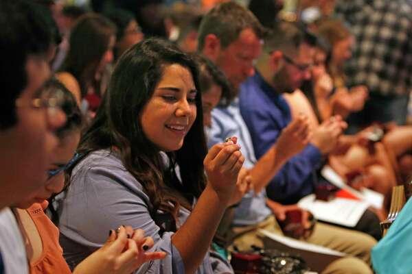 Utsa Graduation 2020.Utsa Tradition Puts Class Rings In Alamo Overnight