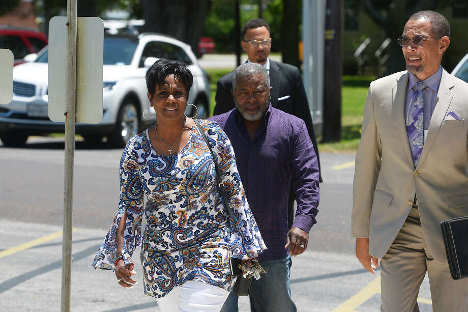 Jefferson County Sheriff Zena Stephens walks into the Chambers County Courthouse with her lawyer, Audwin Samuel. Stephens is charged with alleged campaign finance violations during the Jefferson County Sheriff's election.  Photo taken Thursday 5/10/18 Ryan Pelham/The Enterprise Photo: Ryan Pelham, Ryan Pelham/The Enterprise / ©2018 The Beaumont Enterprise/Ryan Pelham