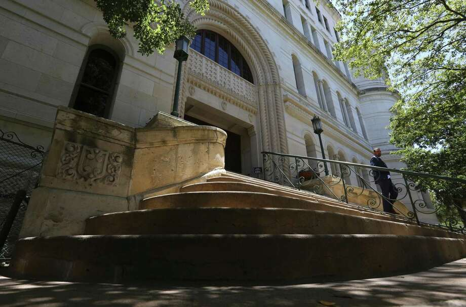 San Antonio City Council approved funding Thursday, May 10, 2018 to renovate City Hall, seen Thursday. The council approved, on an 8-3 vote, $38 million in certificates of obligation to fund the undertaking. Photo: William Luther, Staff / San Antonio Express-News / © 2018 San Antonio Express-News