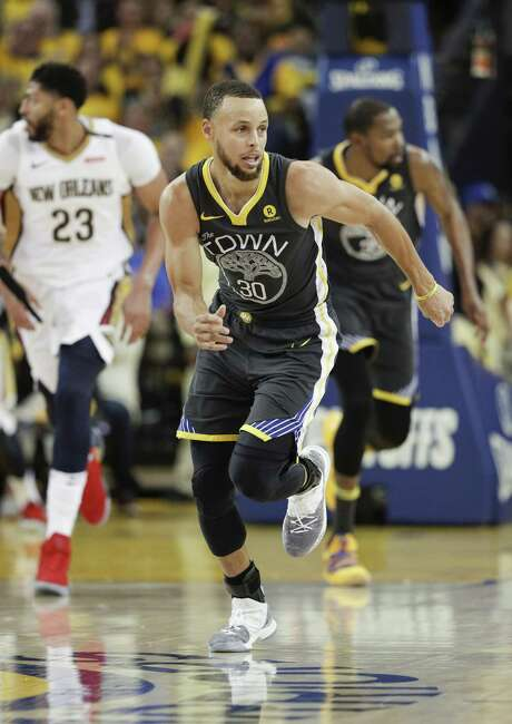 Golden State Warriors' Stephen Curry runs up court in the third quarter during game 2 of the Western Conference Semifinals between the Golden State Warriors and the New Orleans Pelicans at Oracle Arena on Tuesday, May 1, 2018 in Oakland, Calif. Photo: Carlos Avila Gonzalez / The Chronicle / online_yes