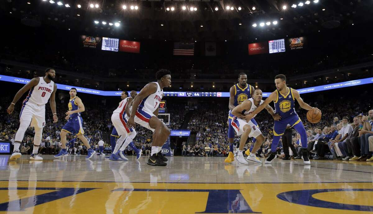 Stephen Curry (30) dribbles around the defenders in the first half as the Golden State Warriors played the Detroit Pistons at Oracle Arena in Oakland, Calif., Sunday, October 29, 2017.
