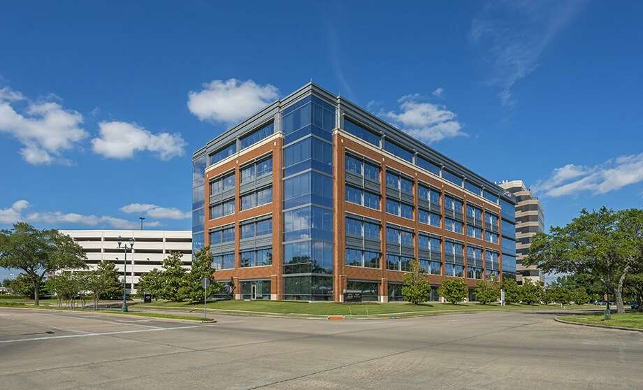 Wedge Properties Management has purchasedThree Sugar Creek, a six-story, 154,263-square-foot office building in Sugar Land from Radler Enterprises. HFF marketed the property and arranged acquisition financing. Photo: HFF / Richard Burger