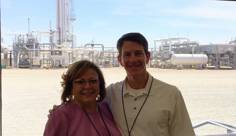 New Mexico Governor Susana Martinez tours Sendero Midstream's new Permian Basin Gas Plant in Loving with Sendero President and Chief Executive Officer Clay Bretches as part of the plant's grand opening celebration. Photo: Art Courtesy Sendero Midstream