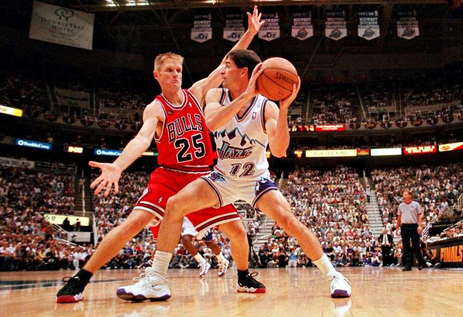 Chicago Bulls' Steve Kerr (left) defends against Utah Jazz's John Stockton in 1998. Photo: Mark J. Terrill / Associated Press 1998