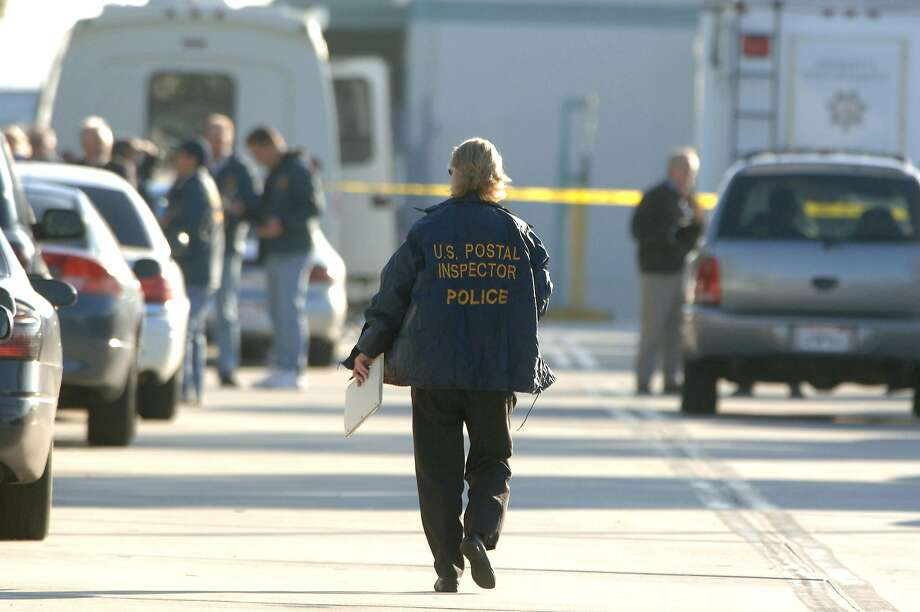 Law officers investigate a 2006 shooting at a U.S. Postal Service distribution center in Goleta. Photo: Phil McCarten / Associated Press 2006