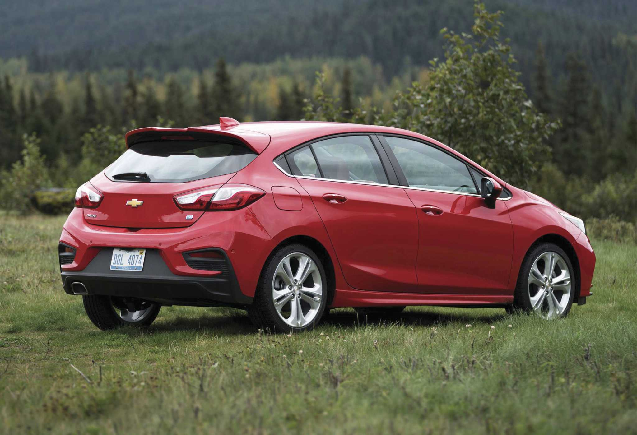 Chevy's smooth diesel Cruze hatchback boasts 600-mile range