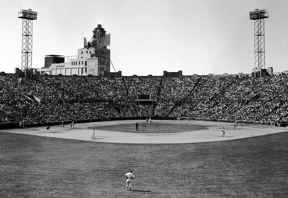 Seals Stadium at 16th and Bryant streets near Potrero Hill had the Rainier Beer (later Hamm's) brewery in the background. Photo: Bob Campbell / The Chronicle 1949