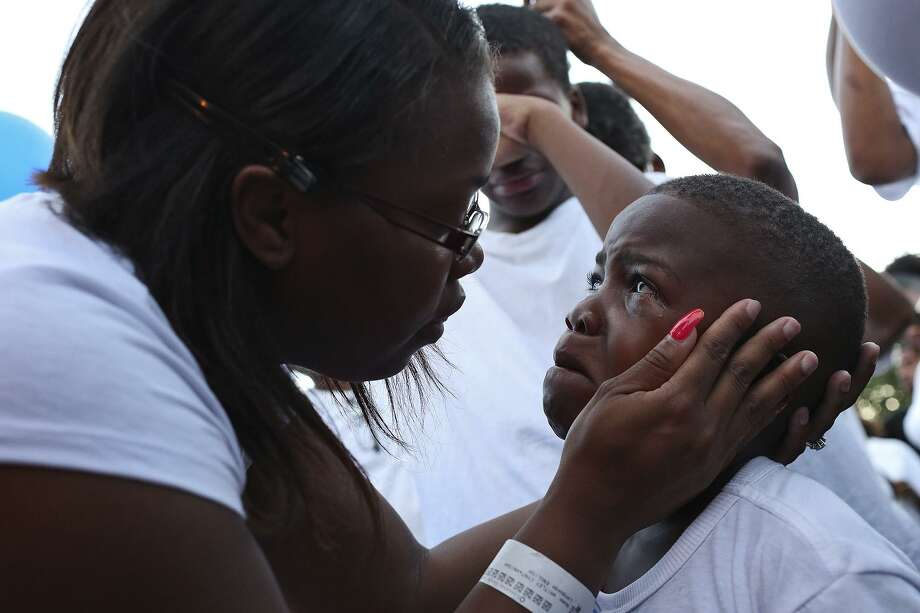 Cyntwanisha Whitley comforts her son, Cory Lewis, 7, during a vigil for her youngest son, 4-year-old De-Earlvion Whitley, on July, 21, 2017 at Copernicus Park. Photo: Lisa Krantz /San Antonio Express-news / SAN ANTONIO EXPRESS-NEWS