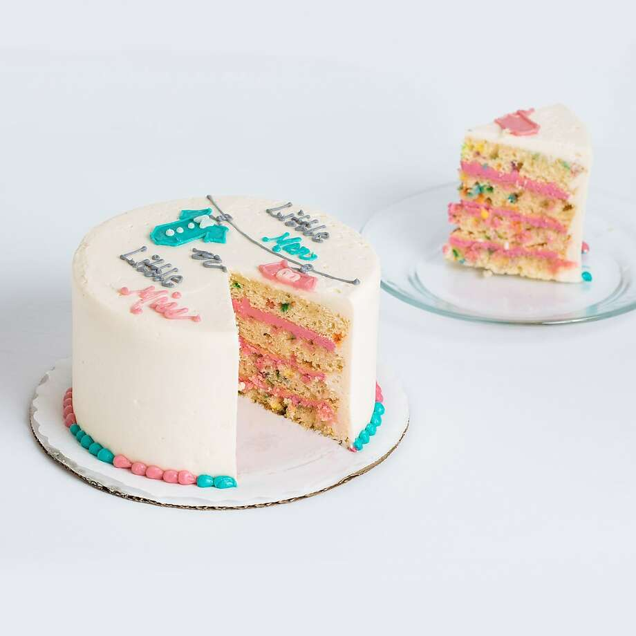 SusieCakes' gender-reveal Deco cake. Photo: SusieCakes