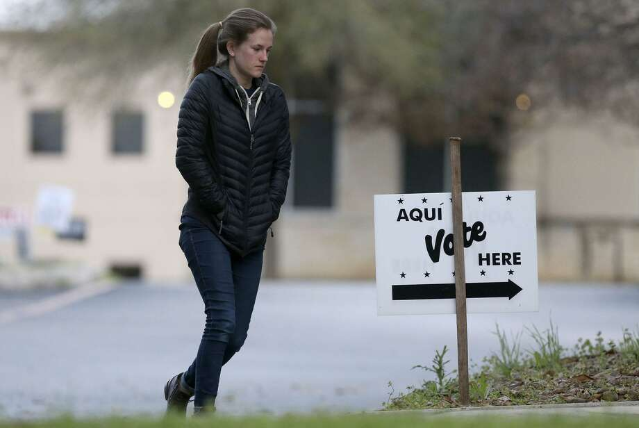 People head to the polls at the Brook Hollow Branch of the San Antonio Public Library March 6. Early voting begins in runoff elections today. Photo: John Davenport /San Antonio Express-News / ©John Davenport/San Antonio Express-News