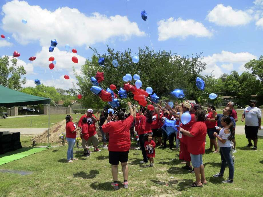 Friends and relatives of Davaughn Rodriguez, 4, who was slain in 2011, released balloons at a remembrance ceremony Friday 5-11-18 at his grave in Uvalde.v Photo: Zeke MacCormack, San Antonio Express-News / San Antonio Express-News / San Antonio Express-News