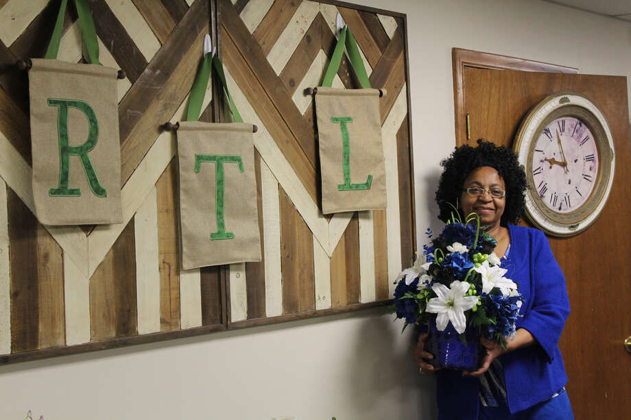 Sandra Watts, owner of Remember the Lilies floral shop in Hamden and New Haven, shares ideas for flower gifts for Mother's Day 2018.