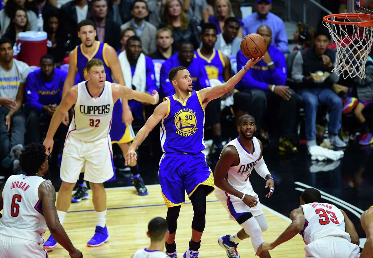 FILE - DeAndre Jordan, Blake Griffin, Chris Paul and Jamaal Crawford of the Los Angeles Clippers watch as Steph Curry of the Golden State Warriors scores during their NBA game in Los Angeles, California on November 19, 2015. A new video from Bleacher Report imagines a world where the Clippers drafted Steph Curry with the number one overall pick in the 2009 NBA Draft instead of Blake Griffin. Check out how people reacted to the alternative NBA timeline. >>>