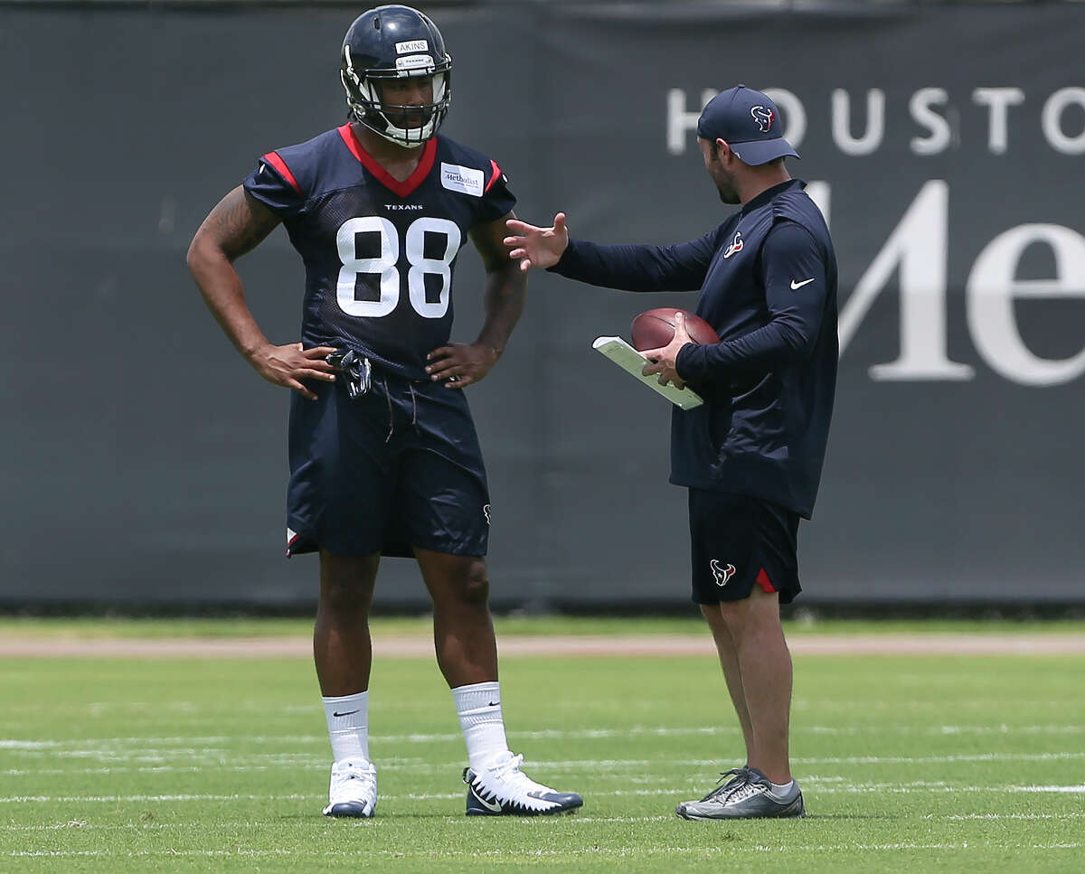 The rookie tight end Jordan Akins has a one-on-one session with a coaching staff during a training at the 2018 Houston Texans Rookie Minicamp on Saturday, May 12, 2018, in Houston. ( Yi-Chin Lee / Houston Chronicle )