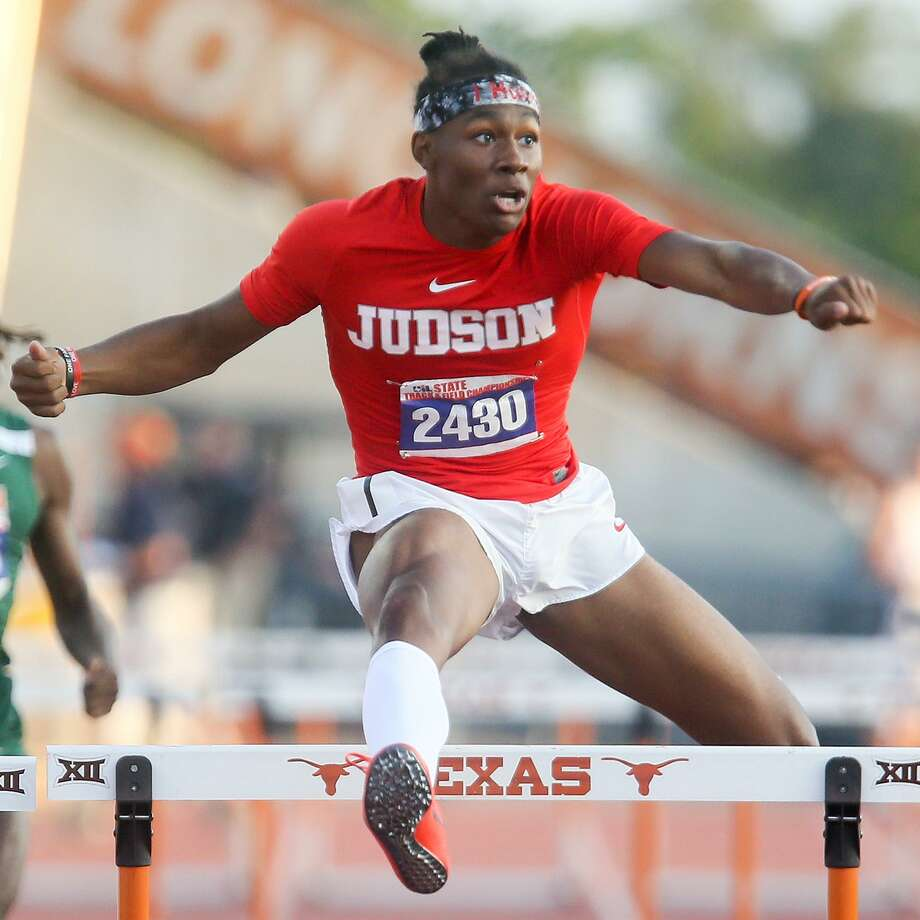 Judson's Tre'Bien Gilbert looks to the stadium scoreboard as he clears the last hurdle in the 6A boys 300-meter hurdles during the second day of the UIL state track and field championships at Mike A. Myers Stadium in Austin on Saturday, May 12, 2018.   Gilbert won the event with a city record 36.18 seconds.  MARVIN PFEIFFER/mpfeiffer@express-news.net Photo: Marvin Pfeiffer, Staff / San Antonio Express-News / Express-News 2018