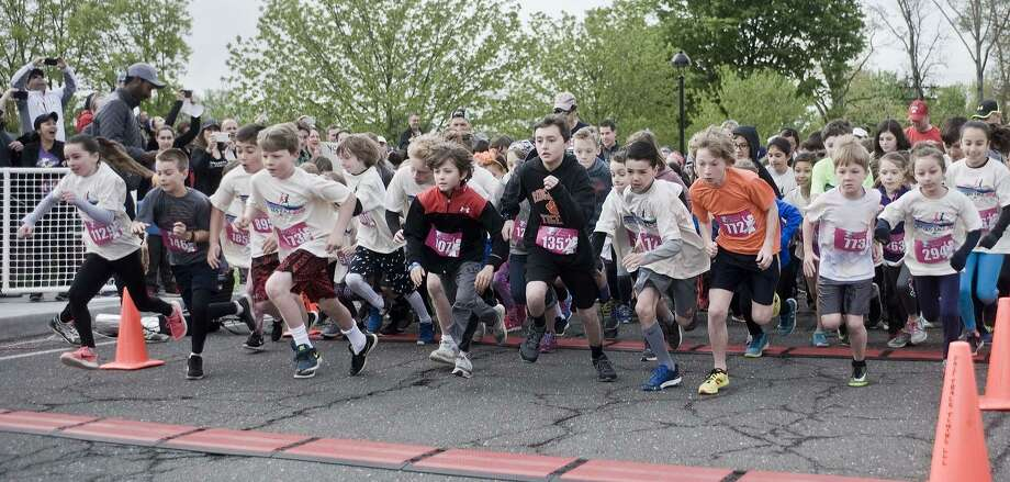 The start of the Run Like a Mother children's race at the Ridgefield Playhouse. Sunday, May 13, 2018 Photo: Scott Mullin / For Hearst Connecticut Media / The News-Times Freelance
