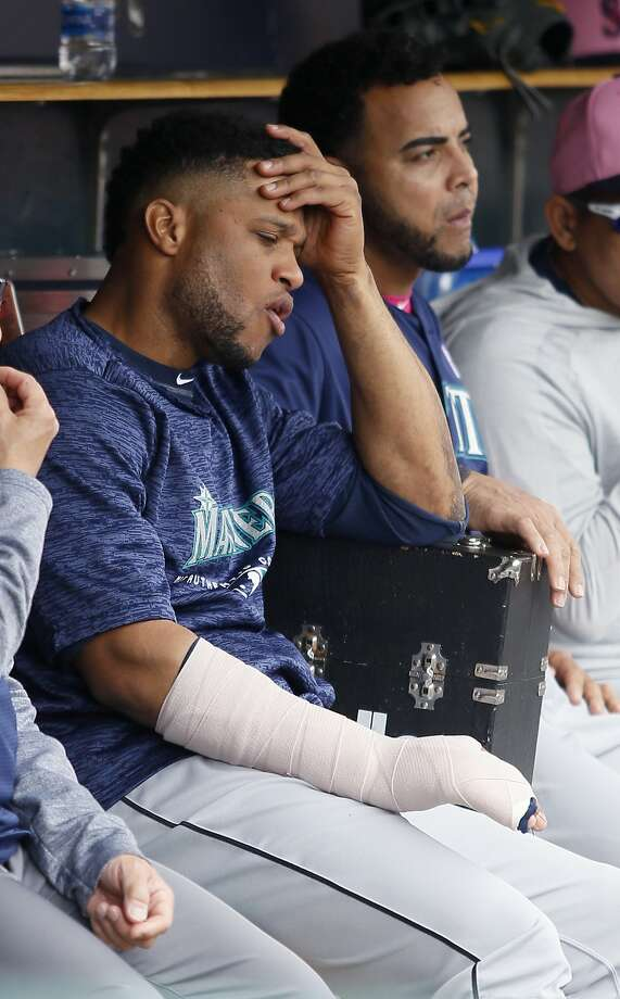 Robinson Cano sits with his right hand in a cast. Photo: Duane Burleson / Getty Images