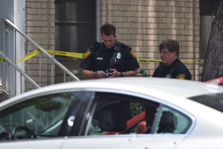 San Antonio police area responding to a shooting at an apartment complex in the 1900 block of Northeast Loop 410 on Monday, May 14, 2018. Photo: Caleb Downs / San Antonio Express-News