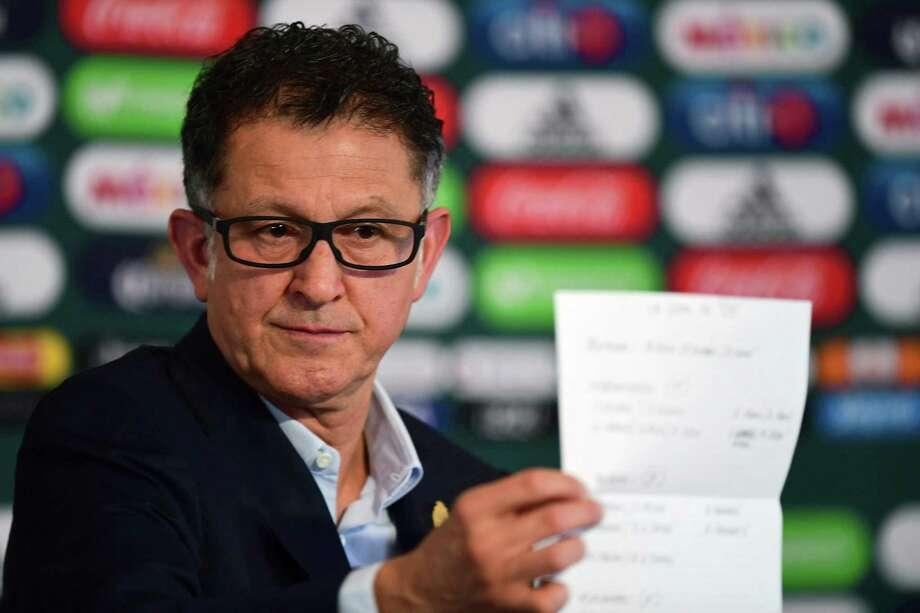 El director técnico de la Selección Mexicana Juan Carlos Osorio presentó la lista preliminar para el Mundial durante una conferencia de prensa llevada a cabo el 14 de mayo de 2018 en el Centro de Alto Rendimiento en la Ciudad de México. Photo: Pedro Pardo /AFP /Getty Images / AFP or licensors