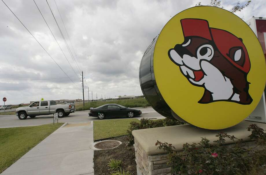 Cars are seen entering and leaving the Buc-ee's convenience store/gas station on Sunday, Oct. 5, 2008, in Pearland. A lawyer for the popular roadside emporium told a federal jury Tuesday that competing chain Choke Canyon Bar-B-Q intentionally used a cartoon animal in its logo to confuse drivers. Photo: Julio Cortez, Houston Chronicle