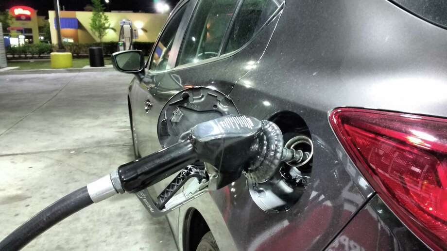 Gasoline prices in Houston fell last week alongside crude oil prices. Photo: Bill Montgomery, Houston Chronicle