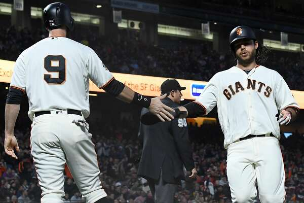 Giants return home, pound out 10 runs in win over Reds