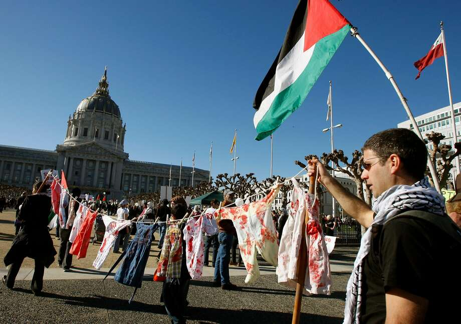 A pro-Palestinian rally at Civic Center Plaza in San Francisco IN 2009. Photo: Paul Chinn / The Chronicle