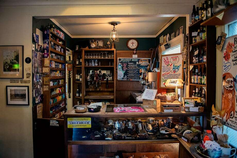 The bar at Schmidt's Pub in Albany. Photo: Rosa Furneaux / Special To The Chronicle