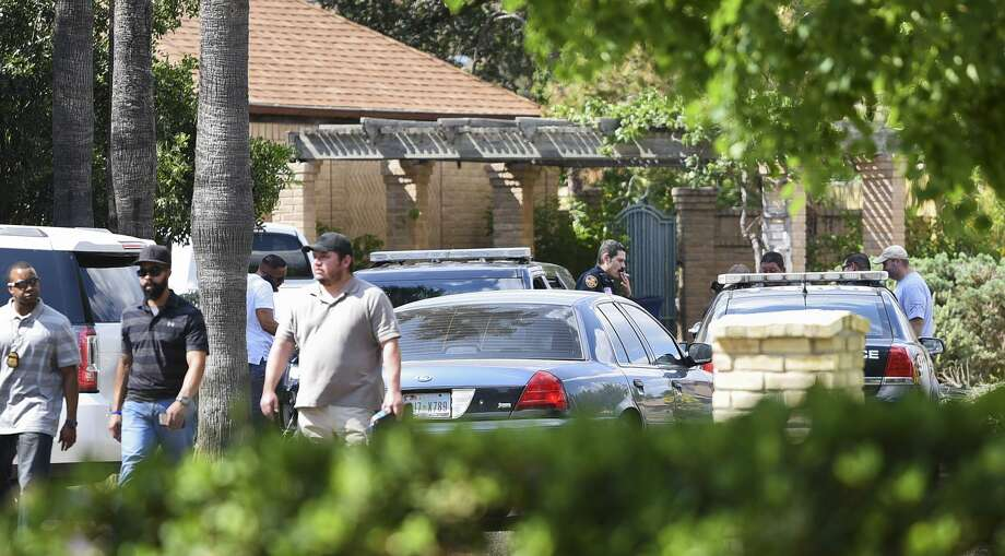 LPD investigates the scene of a shooting on Tuesday, May 15, 2018 in the 4800 block of Samlon Court. Photo: Danny Zaragoza/Laredo Morning Times