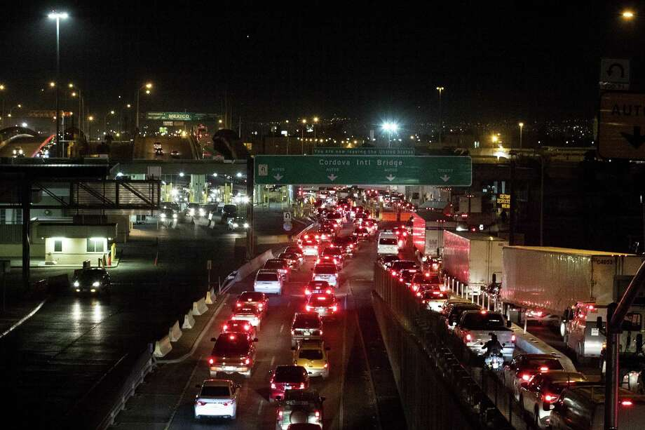 Cars and trucks line up at the checkpoint into Mexico at the Cordova International Bridge on Thursday, Feb. 1, 2018, in El Paso, Texas. Photo: Brett Coomer, Staff / Houston Chronicle / © 2018 Houston Chronicle
