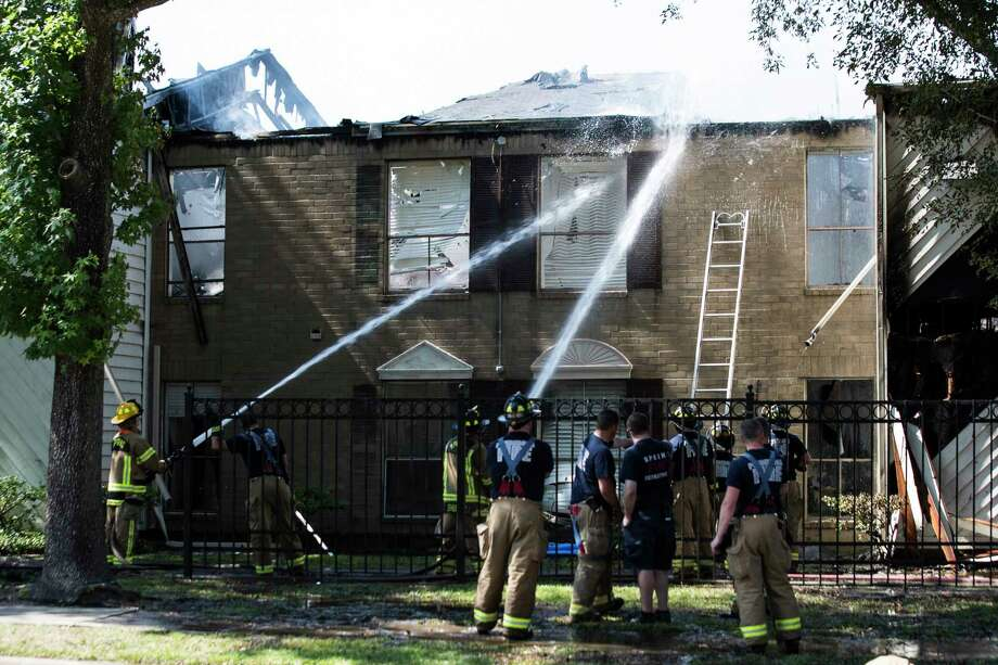 Little York Fire Department responds to a fire located at the Pecan Square Apartments located at 14619 Ella Blvd., Tuesday, May 15, 2018, in Houston. Photo: Marie D. De Jesus, Houston Chronicle / © 2018 Houston Chronicle