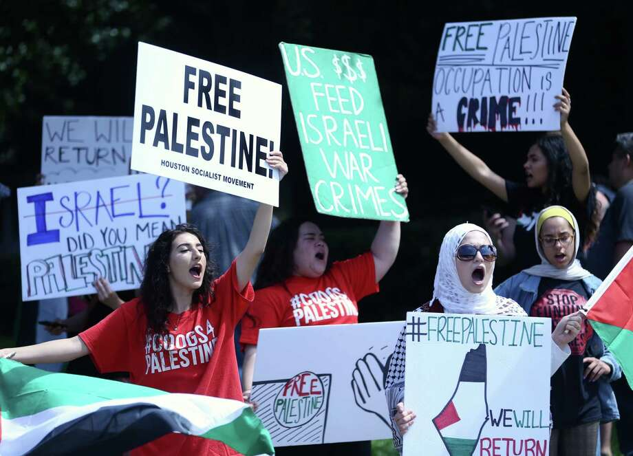 Students with the University of Houston group Students for Justice in Palestine, protest outside the Consulate General of Israel at Greenway Plaza on Tuesday, May 15, 2018, in Houston. Photo: Mark Mulligan, Houston Chronicle / 2018