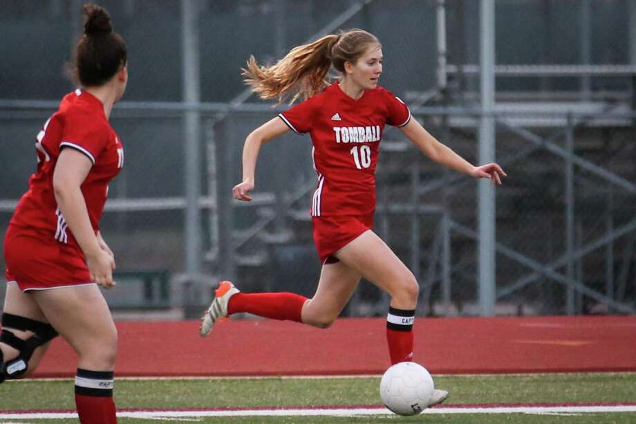 Tomball's Elaine Griffin (10) moves the ball during a game against Magnolia. Tomball finished unbeaten in District 20-5A, advanced to the Regional Tournament of the state playoffs for the second time in school history. Photo: Michael Minasi, Staff Photographer / Houston Chronicle / © 2017 Houston Chronicle