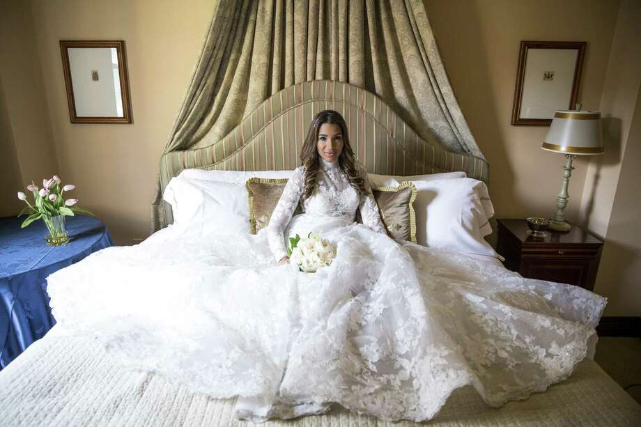 Meghan Markle doppelganger Leah Cast models an Isabelle Armstrong gown from Ivory Bridal Atelier, jewelry from I.W. Marks and a JoyBox Fine Flowers bouquet at Hotel Granduca. Photo: Michael Ciaglo, Houston Chronicle / Houston Chronicle / Michael Ciaglo