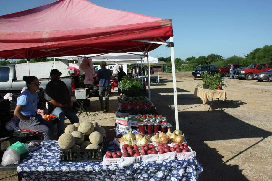 The Olmos Basin Farmers Market is open from 8 a.m. to 1 p.m. every Saturday and Tuesday at 109 Jackson Keller Road. Photo: Chuck Blount /San Antonio Express-News