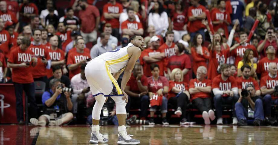 Stephen Curry (30) looks up at the clock as the crowd goes quiet late in the second half as the Golden State Warriors played the Houston Rockets in Game 1 of the Western Conference Finals at Toyota Center in Houston, Texas., on Monday, May 14, 2018. Photo: Carlos Avila Gonzalez/The Chronicle