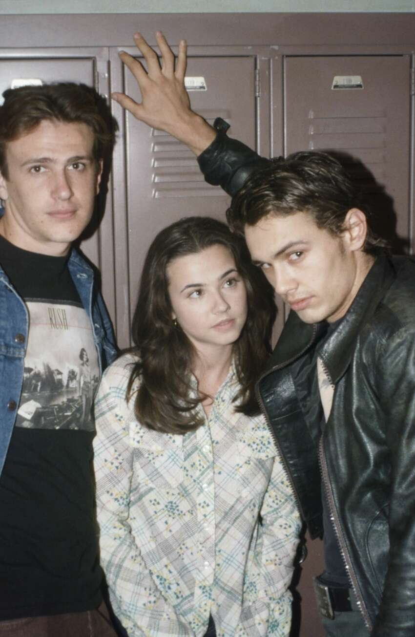 Pictured: (l-r) Jason Segel as Nick Andopolis, Linda Cardellini as Lindsay Weir, and James Franco as Daniel Desario.