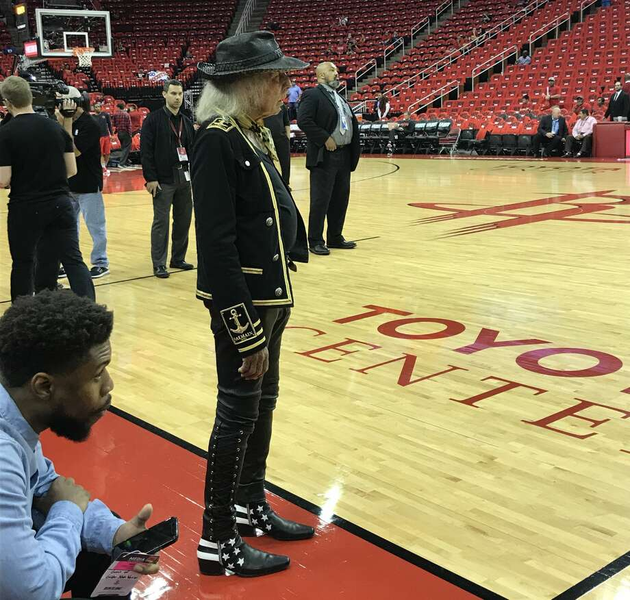 Lil Wayne among celebrites at Rockets-Warriors game ...