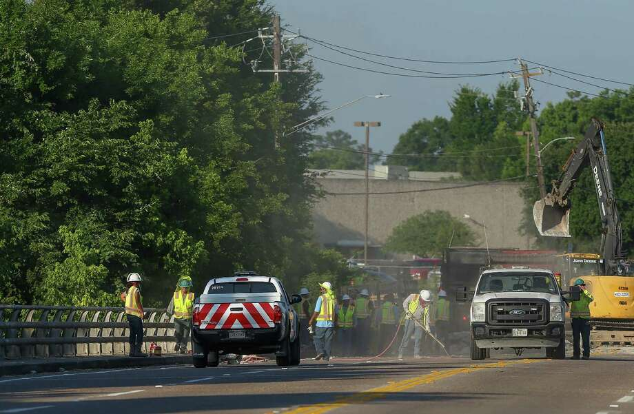 Construction crews work to repair a buckling section of Wallisville Road that crosses Greens Bayou Thursday, May 17, 2018, in Houston. Wallisville Road is closed between Normandy Street and Dattner Road. Photo: Godofredo A. Vasquez, Houston Chronicle