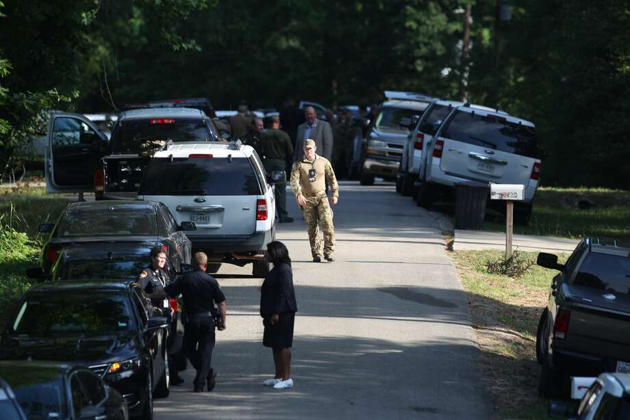 Law enforcement investigates the scene of an officer involved shooting at a home on Royal Lake Drive on Thursday, May 17, 2018, in Conroe. Photo: Jason Fochtman/Houston Chronicle