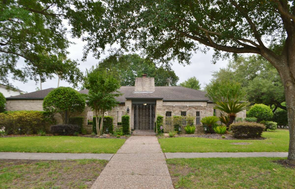 5251 Braesvalley, Houston TX 77096