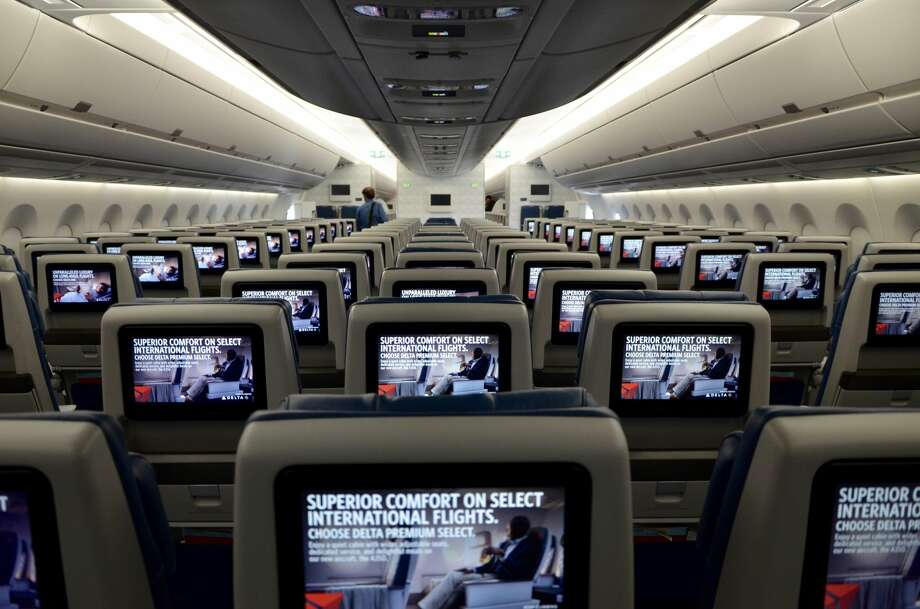 Delta A350 economy class cabin Photo: Tim Jue