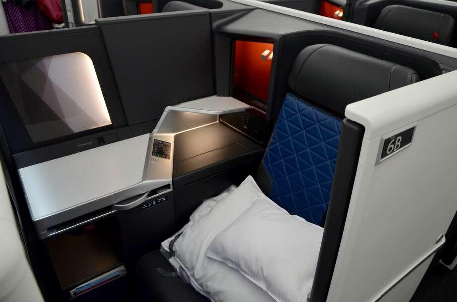 Delta A350 business class Photo: Tim Jue