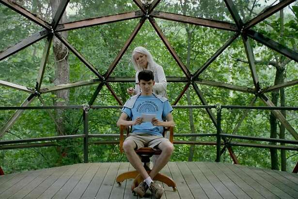 "Ellen Burstyn and Asa Butterfield in ""The House of Tomorrow"""