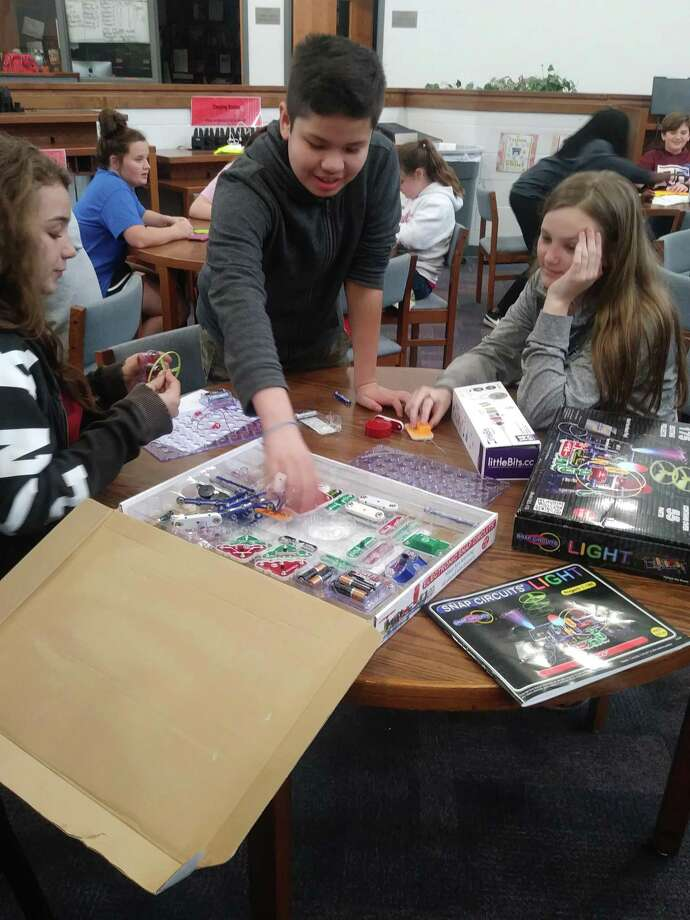 This month, students at Splendora Junior High were able to practice leadership, advocacy, and creativity while inventing and exploring different mediums in the library makerspace. Photo: Courtesy Photo / Courtesy Photo