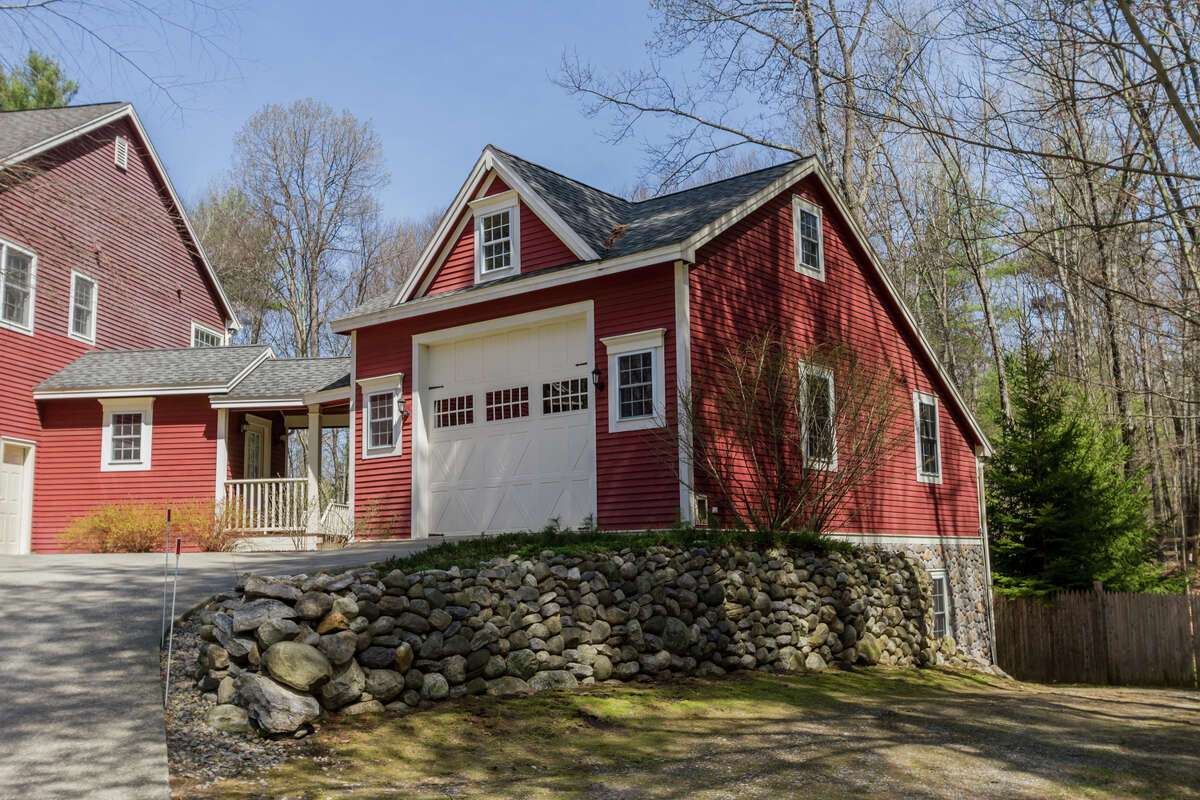 House of the Week: 10 Stony Brook Drive, Saratoga Springs | Realtor: Valerie Thompson of Roohan Realty | Discuss: Talk about this house