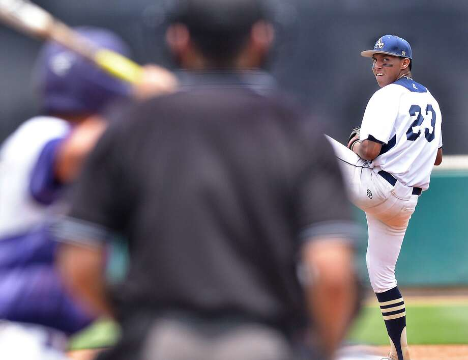 Albert Gonzalez and Alexander open the third round of the playoffs Friday with a 7 p.m. game against McAllen in Roma. Photo: Cuate Santos /Laredo Morning Times File / Laredo Morning Times