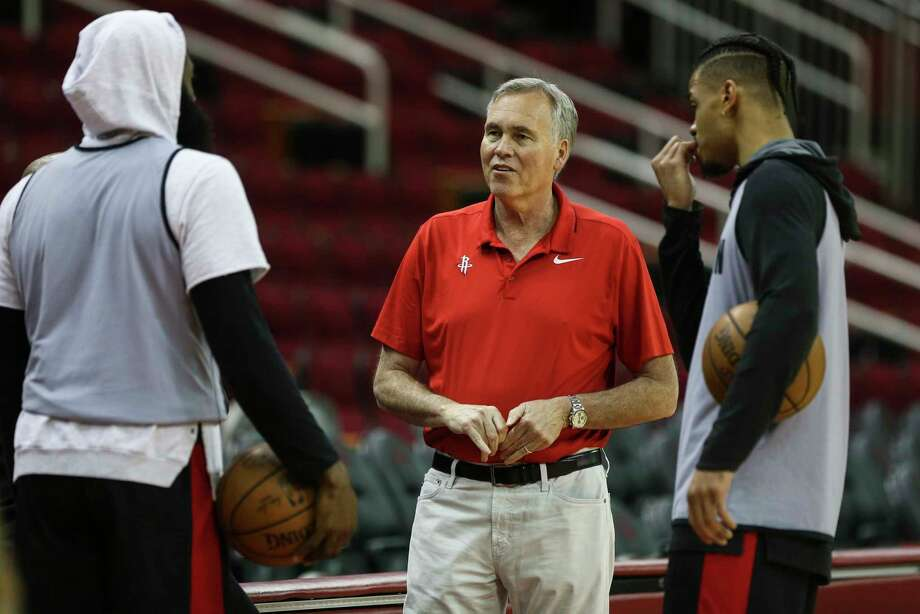 Houston Rockets Head Coach Mike D'Antoni talks to James Harden, left, and Gerald Green during a practice on the court at Toyota Center before they take off to Oakland on Friday, May 18, 2018, in Houston. Photo: Yi-Chin Lee, Houston Chronicle / © 2018 Houston Chronicle