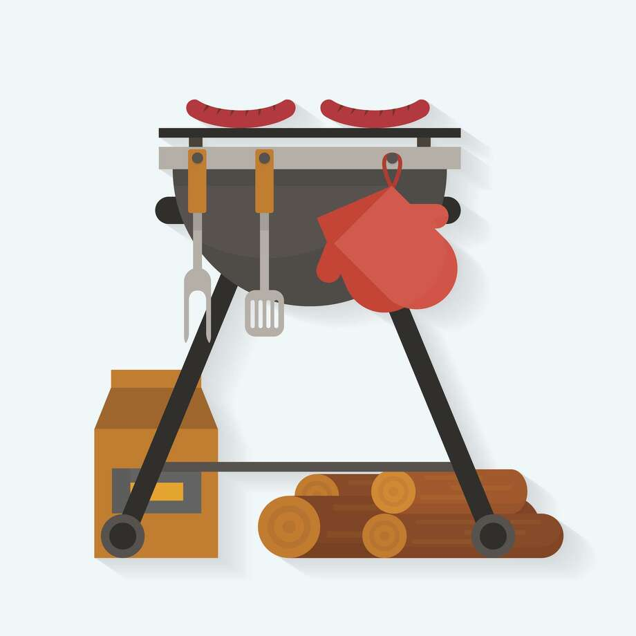 Barbecue. Sausages on grill with tools and firewood. Flat style vector illustration. Photo: Elvetica / Getty Images/iStockphoto / Elvetica